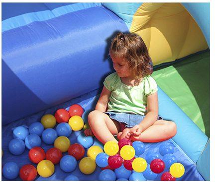 gonfiabile-medioevo-piscina-palline