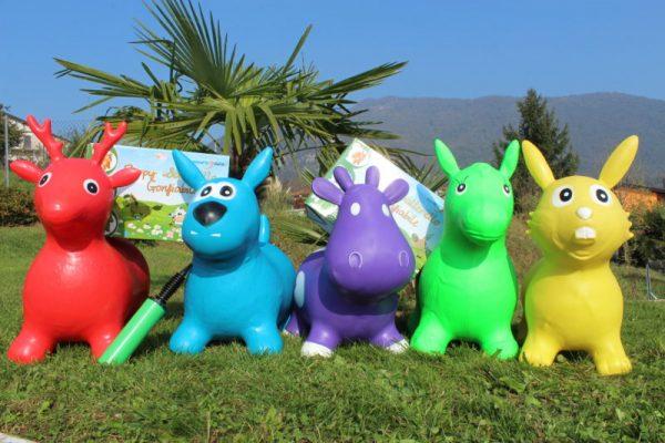 animaletti cavalcabili in gomma colorati per bambini